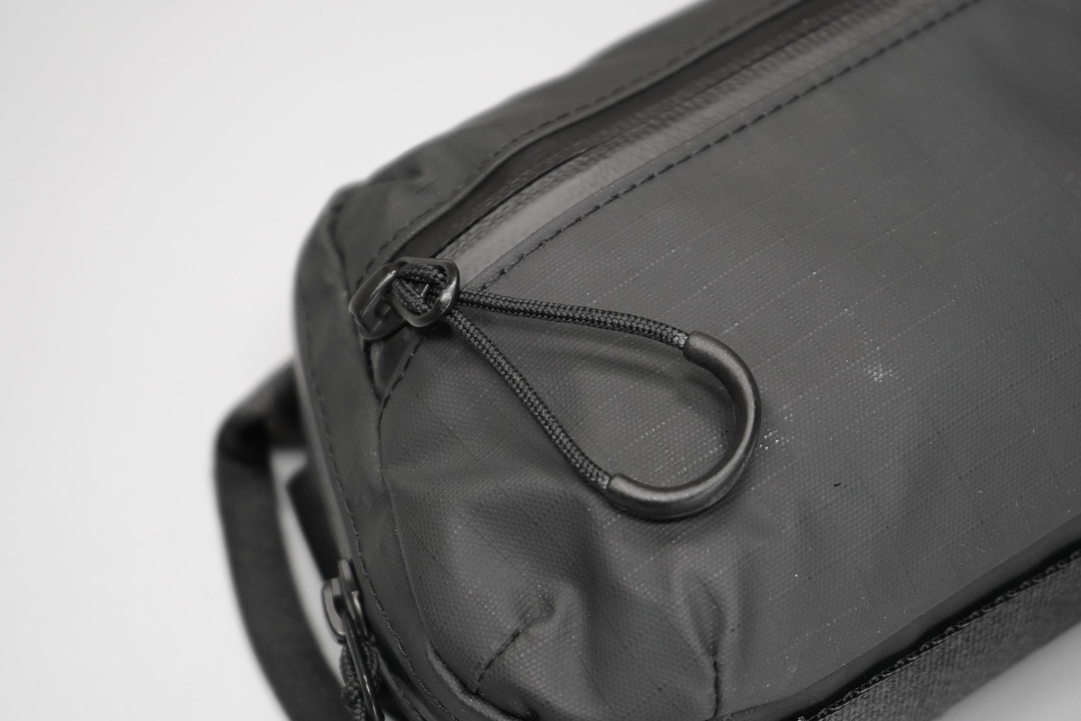 WANDRD Tech Bag Medium zippers