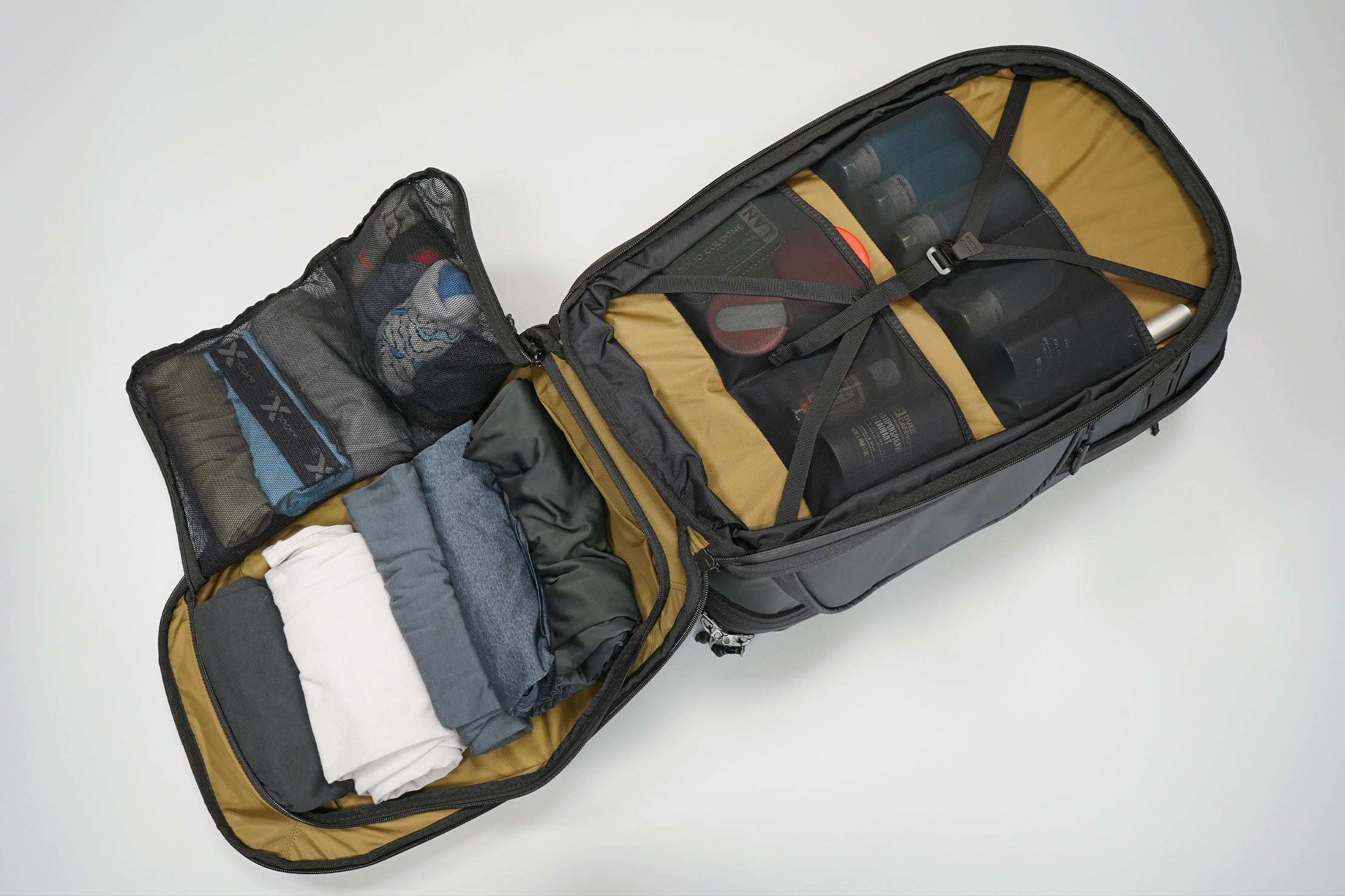 NOMATIC McKinnon Camera Pack 35L | Plenty of space for clothes, not just for camera gear