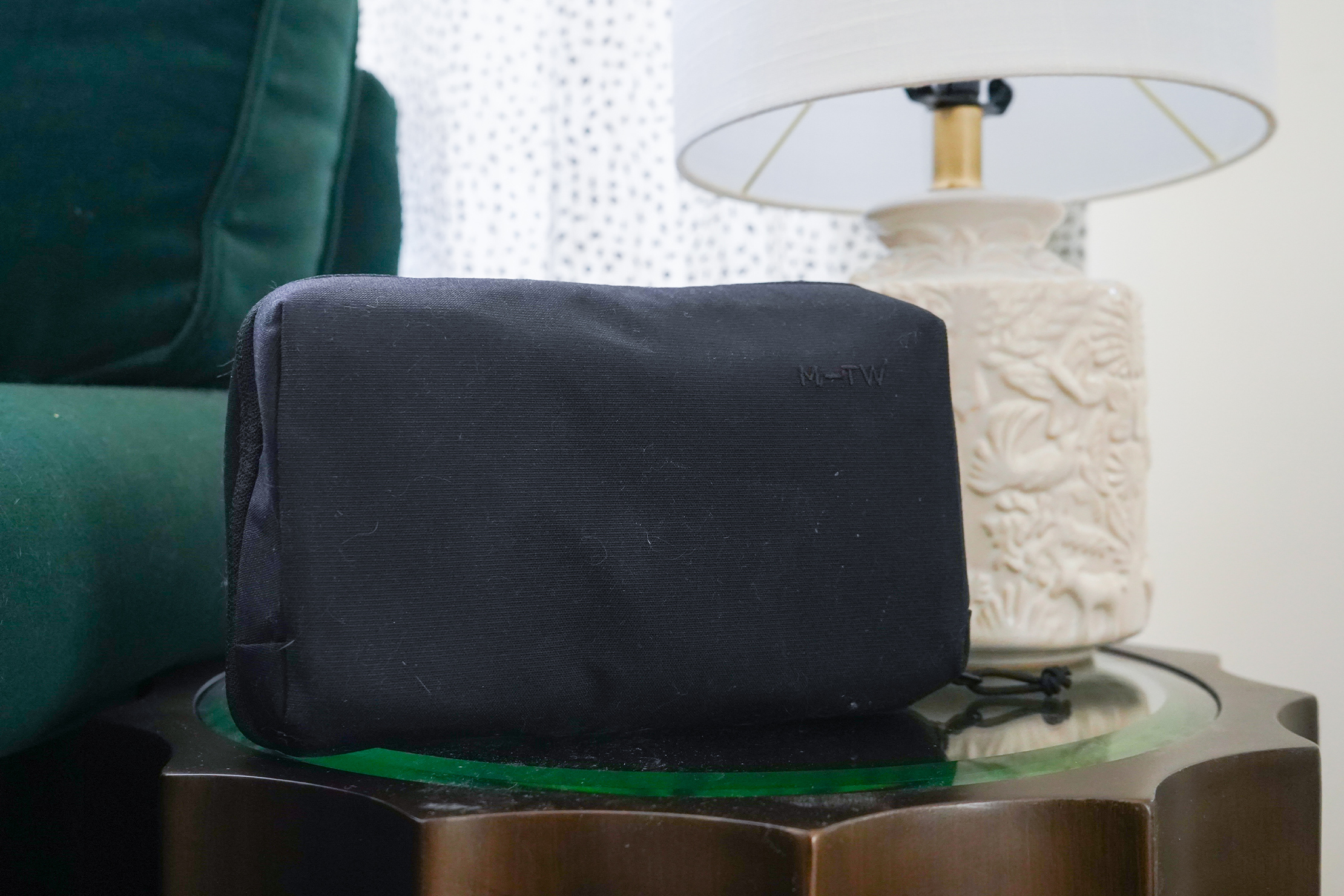 Moment MTW Tech Organizer | Using the pouch in the lounge