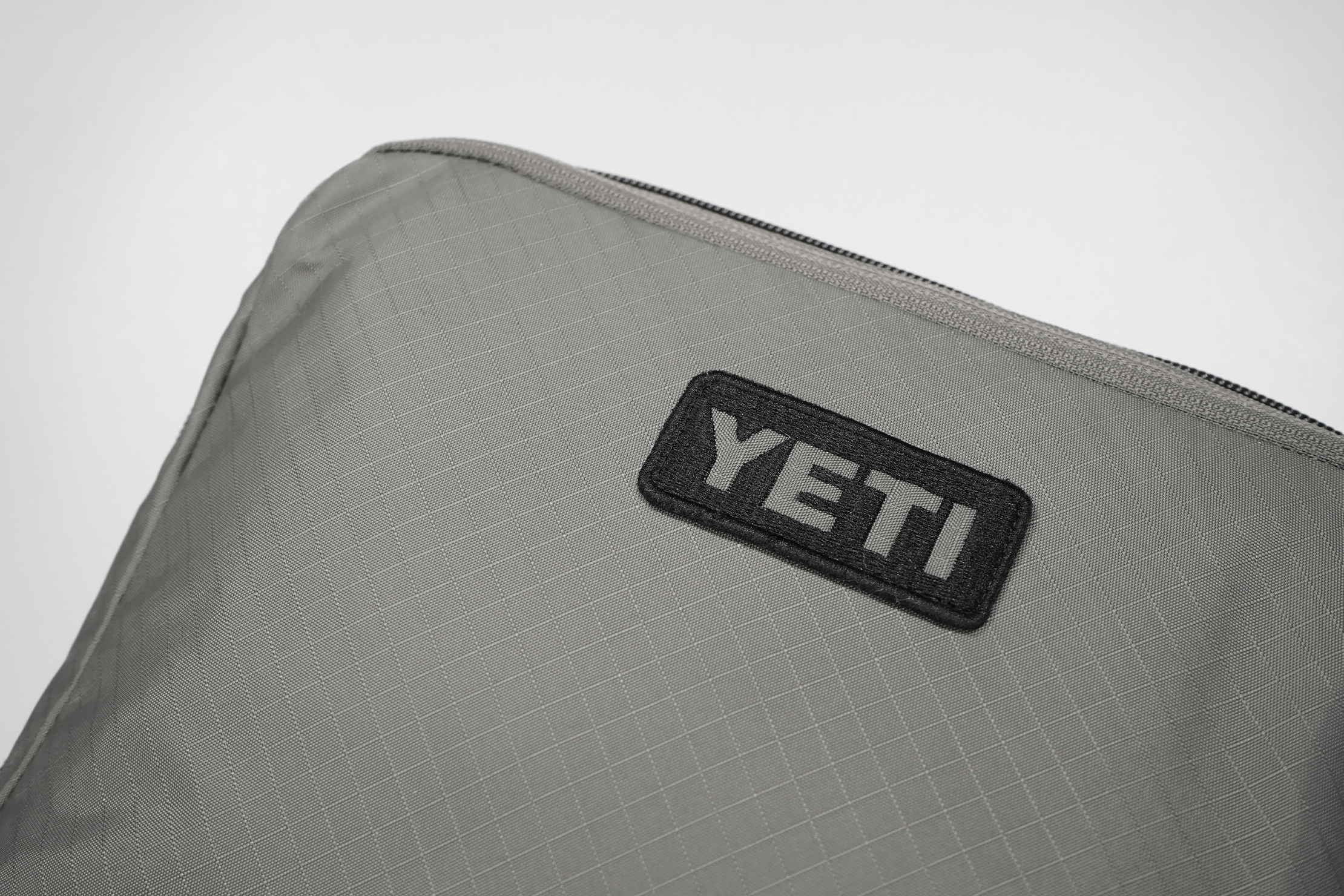 YETI Crossroads Packing Cubes   Logo And Material