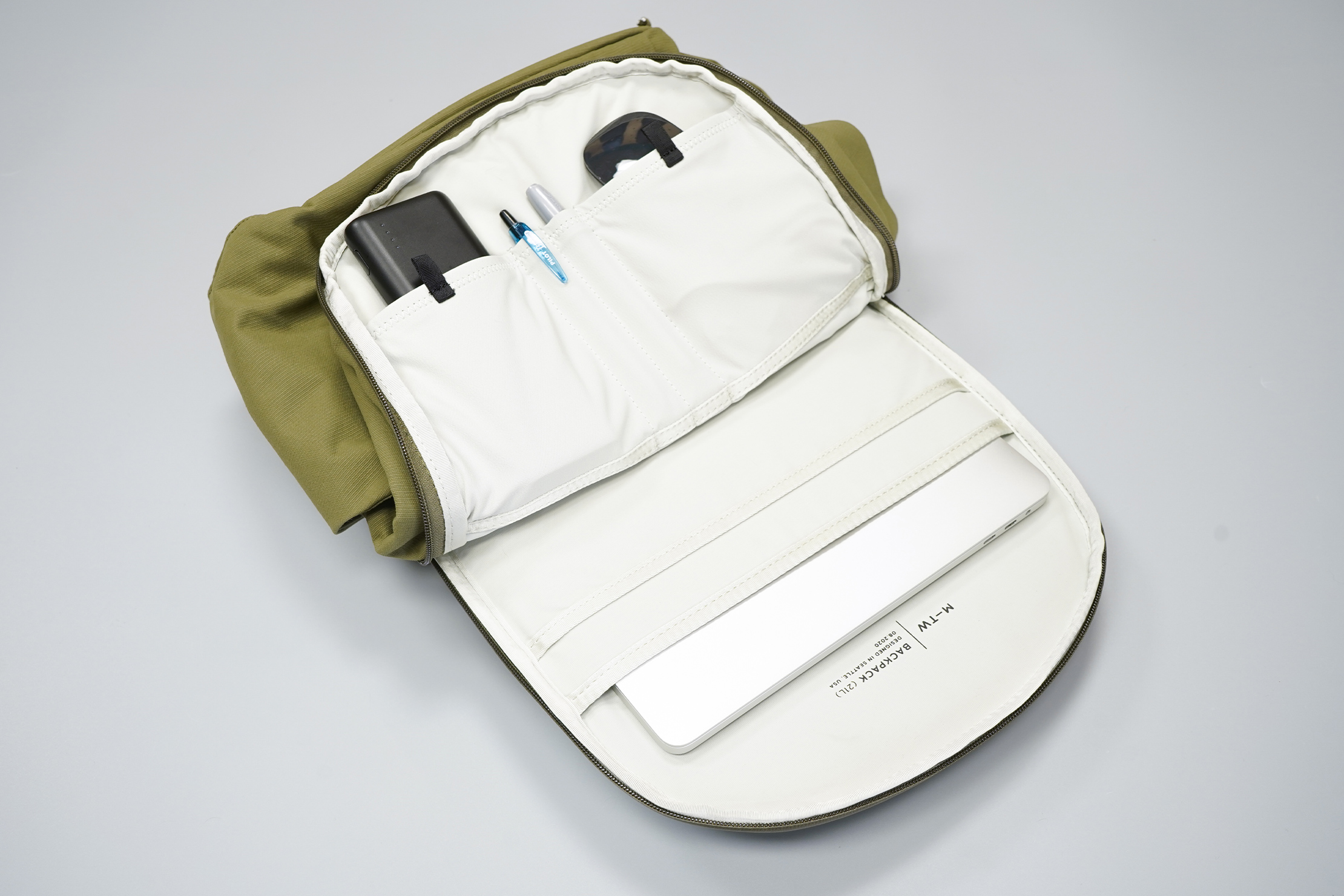 Moment MTW Backpack | Tech compartment