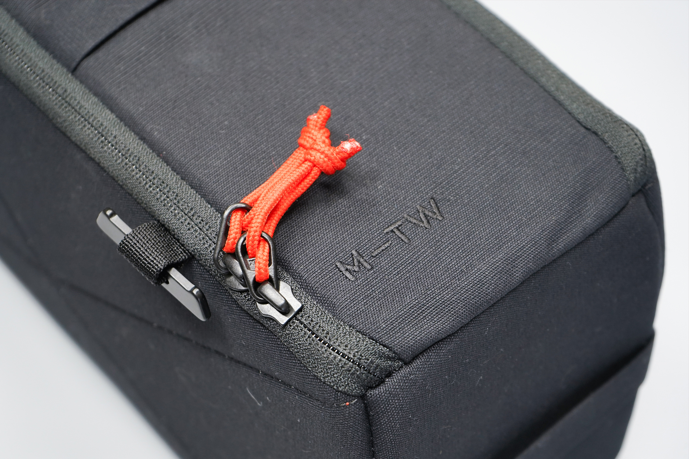 Moment MTW Camera Insert 5L | Material, logo, and YKK zippers
