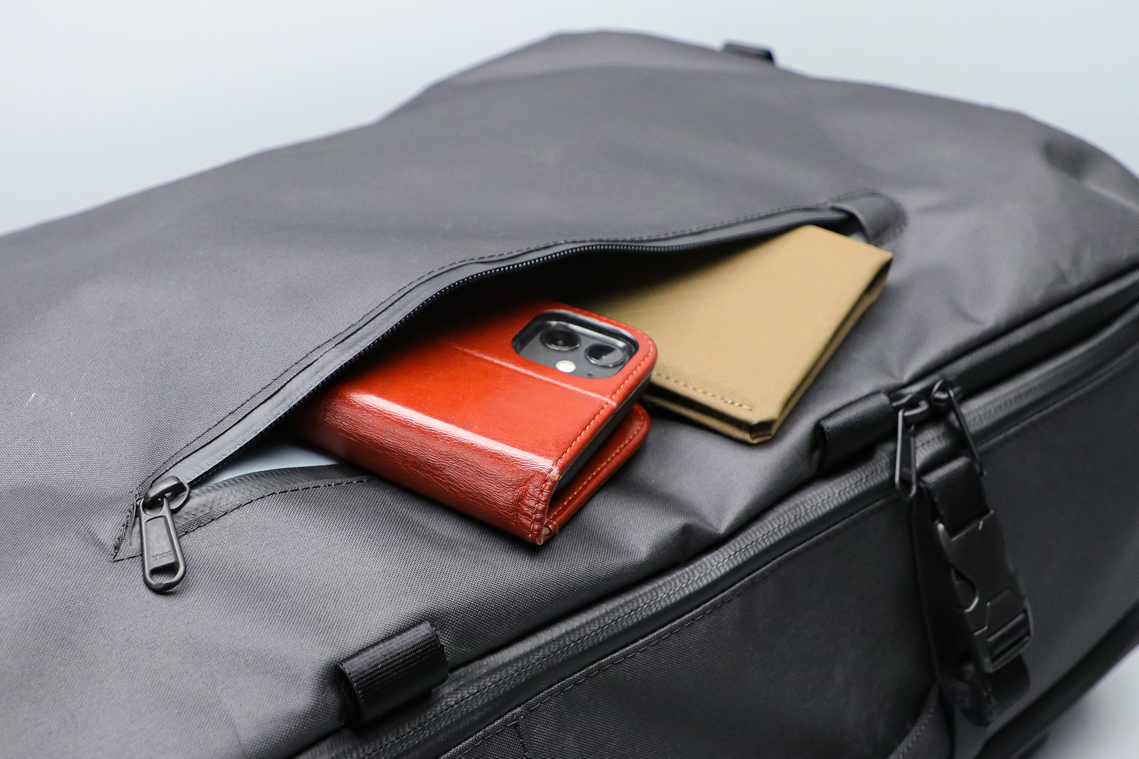 Gravel Backpack Travel System 11L Front Pocket