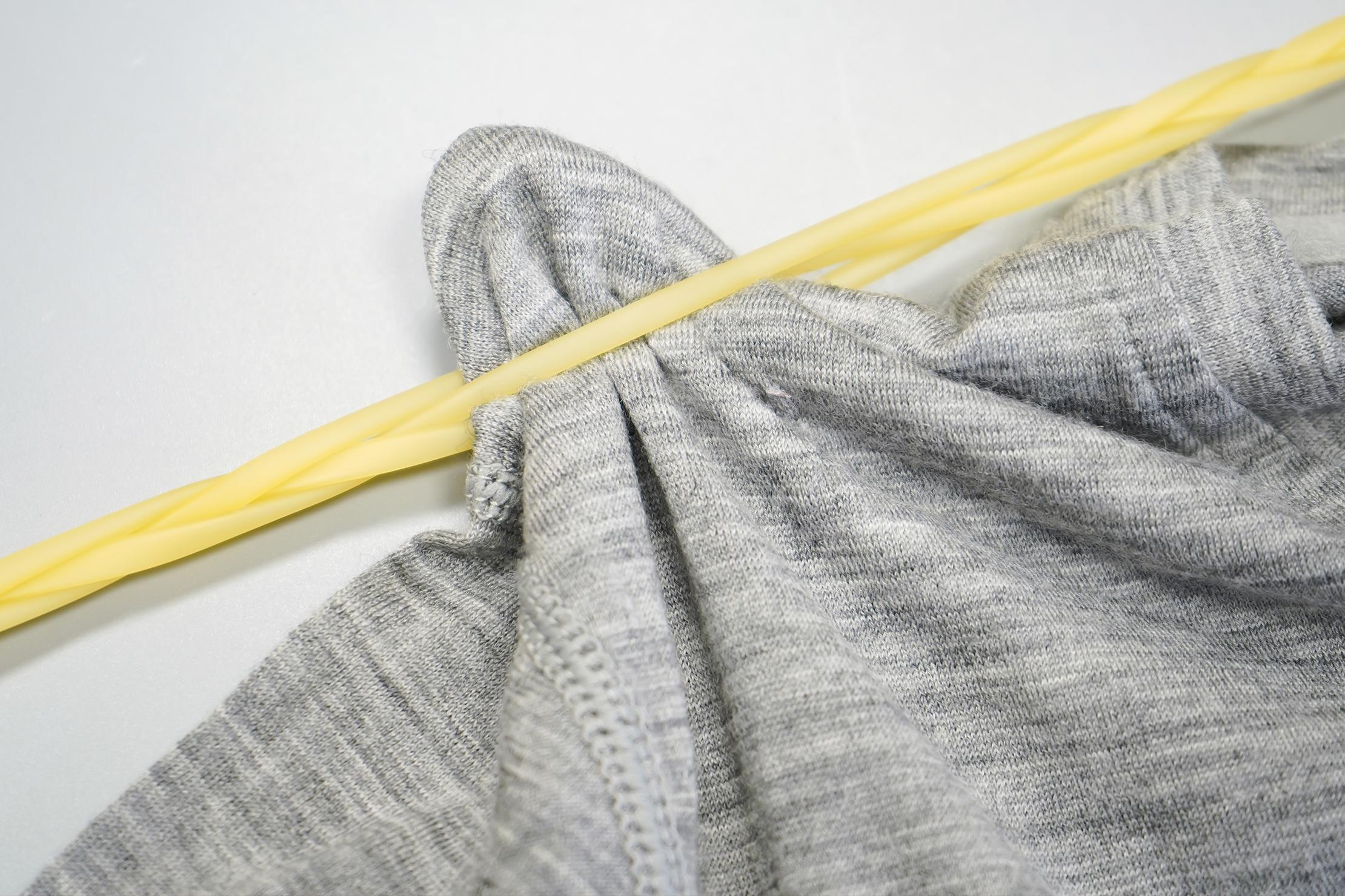 Flexo-Line Clothesline holding clothes