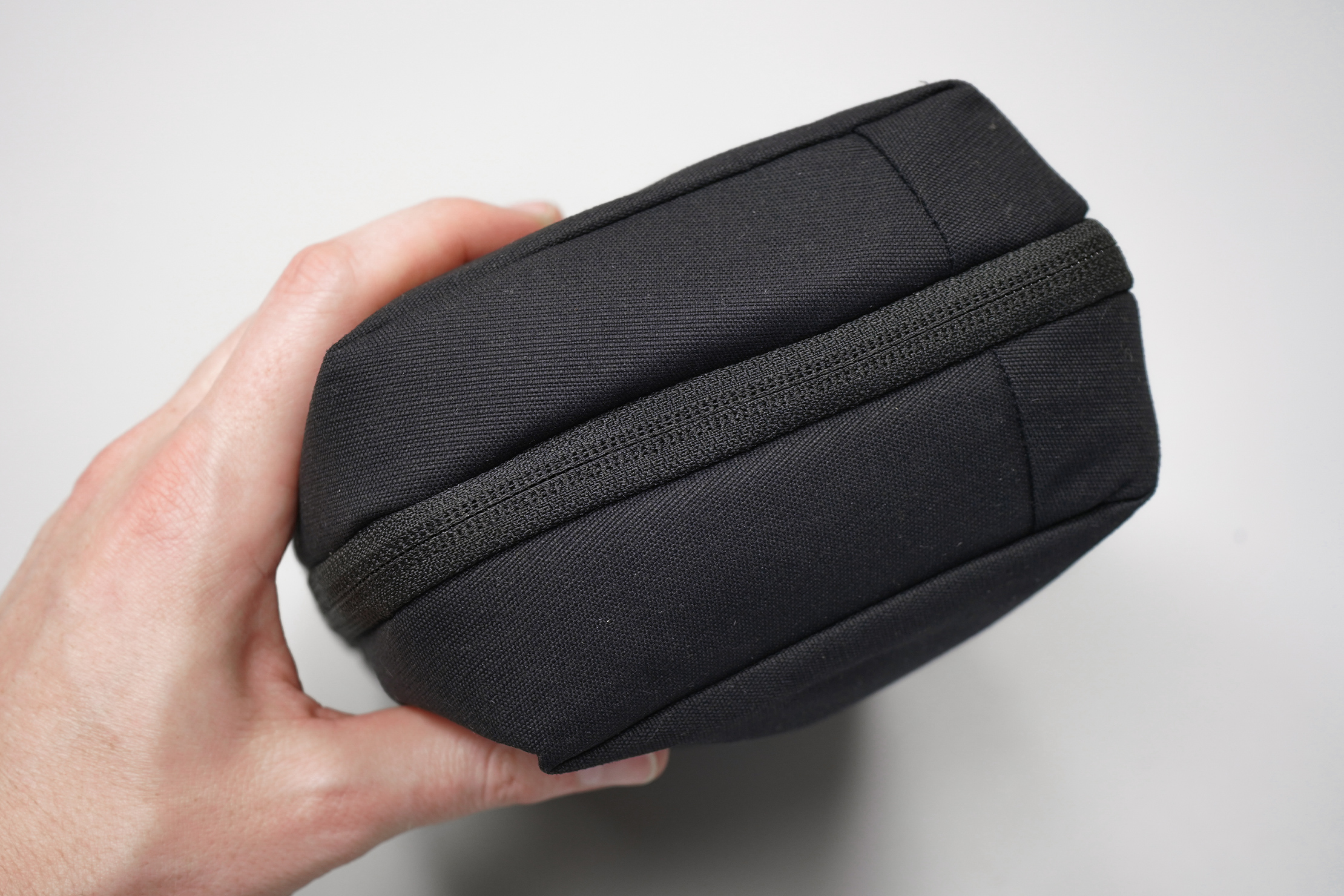 Moment MTW Tech Organizer | The pouch from the side