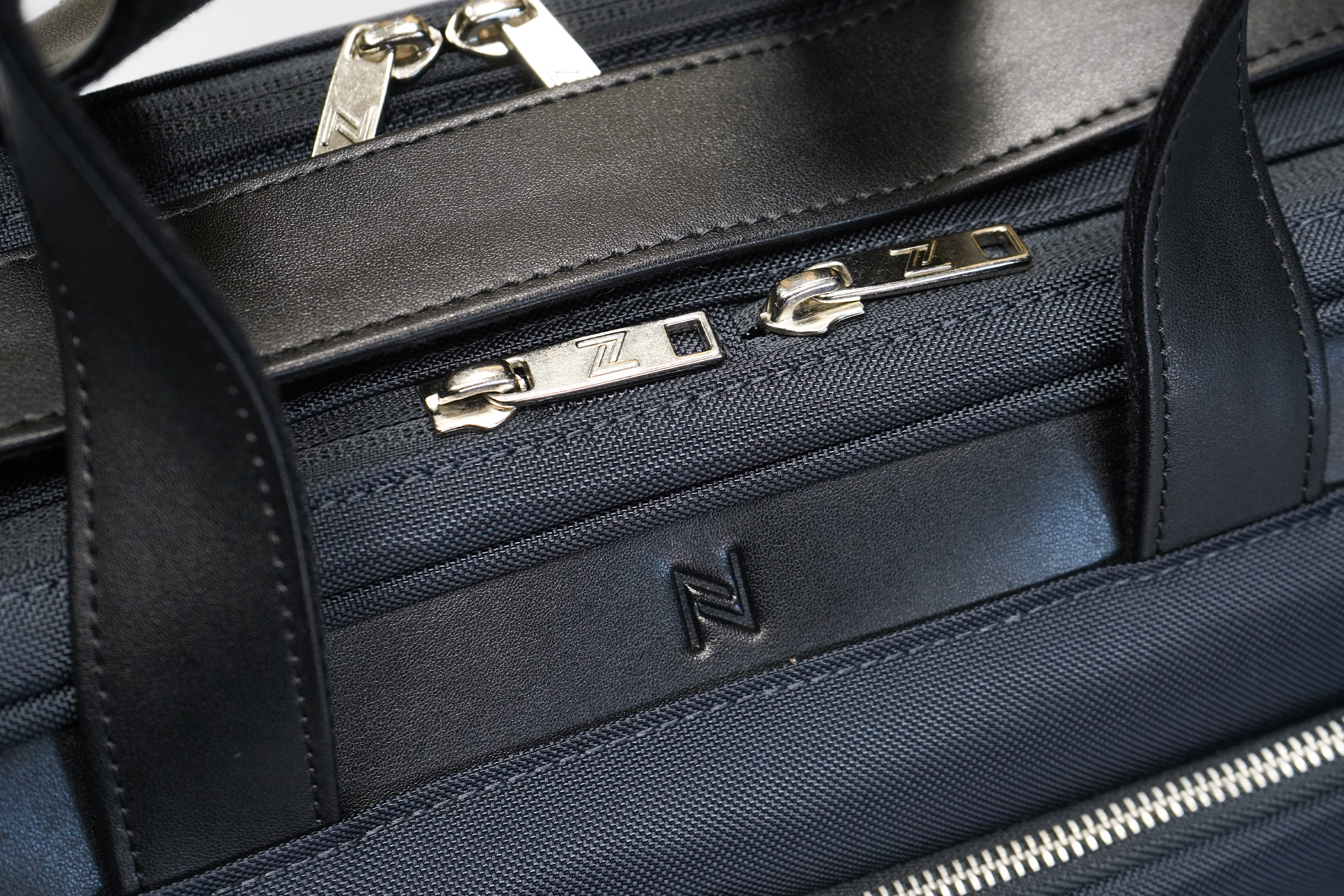 Nomad Lane Bento Bag Sport Edition materials and zippers