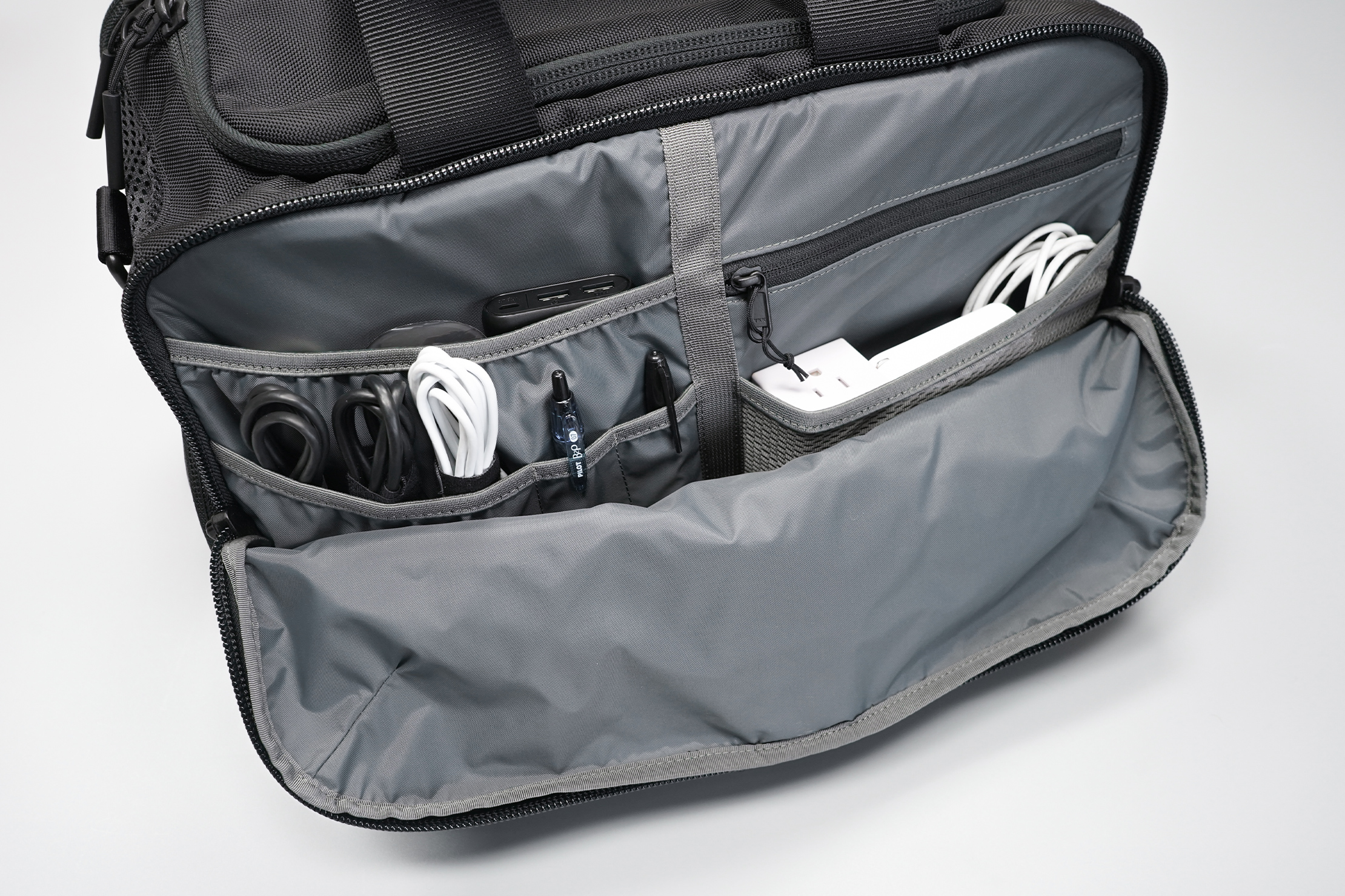 Aer Gym Duffel 3 tech organization
