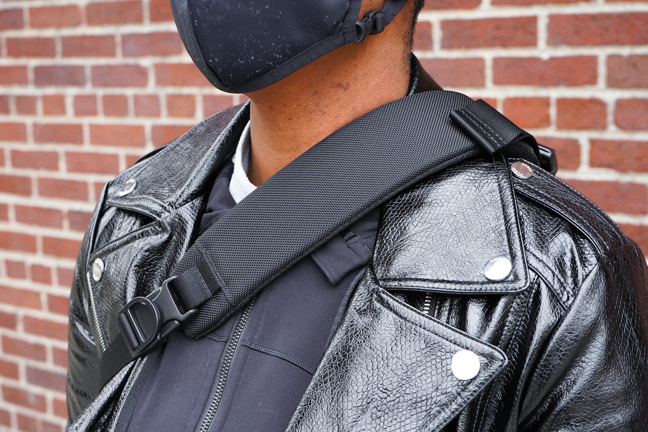 Aer Sling Bag 3 shoulder strap