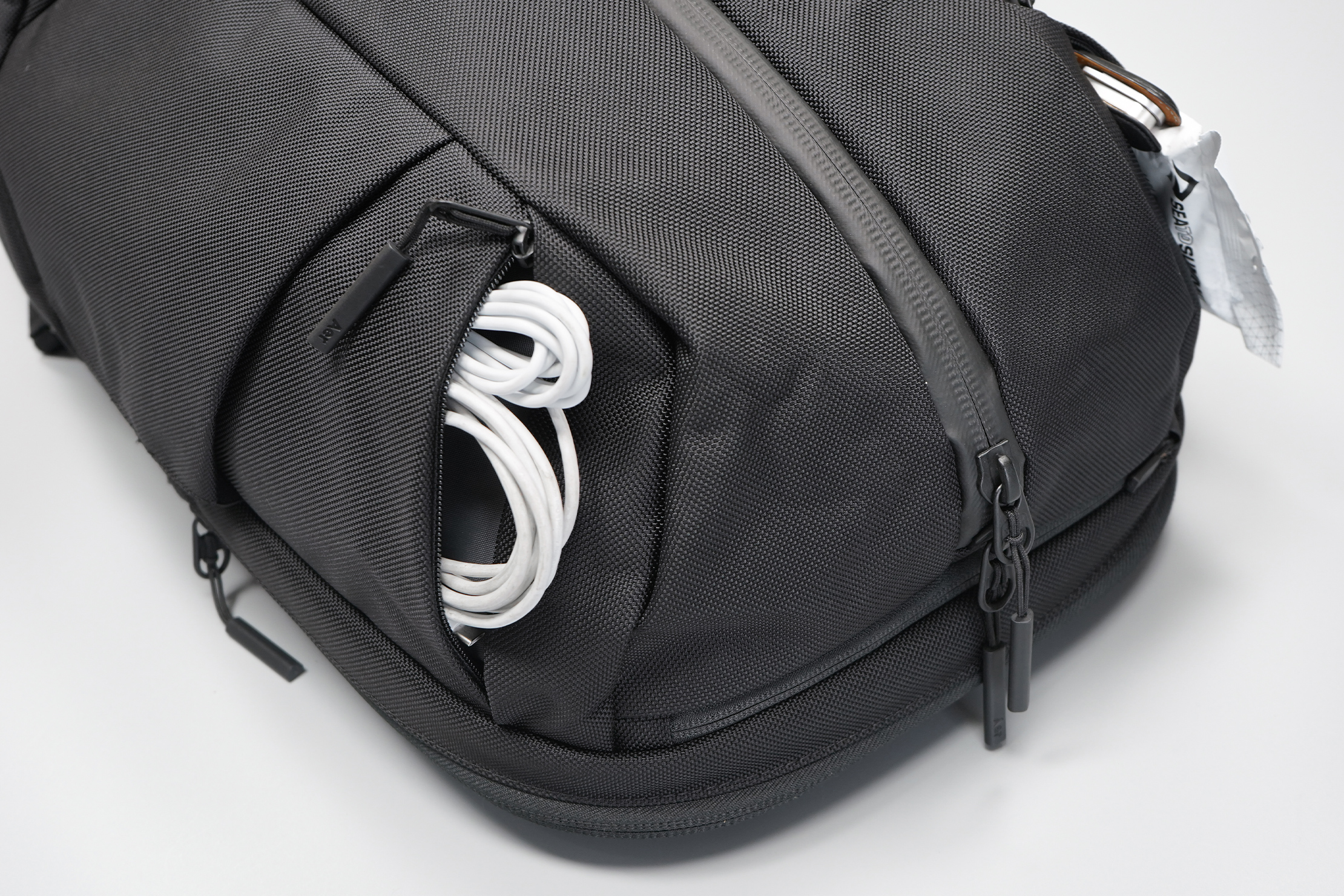 Aer Duffel Pack 3 | Top flanking pockets