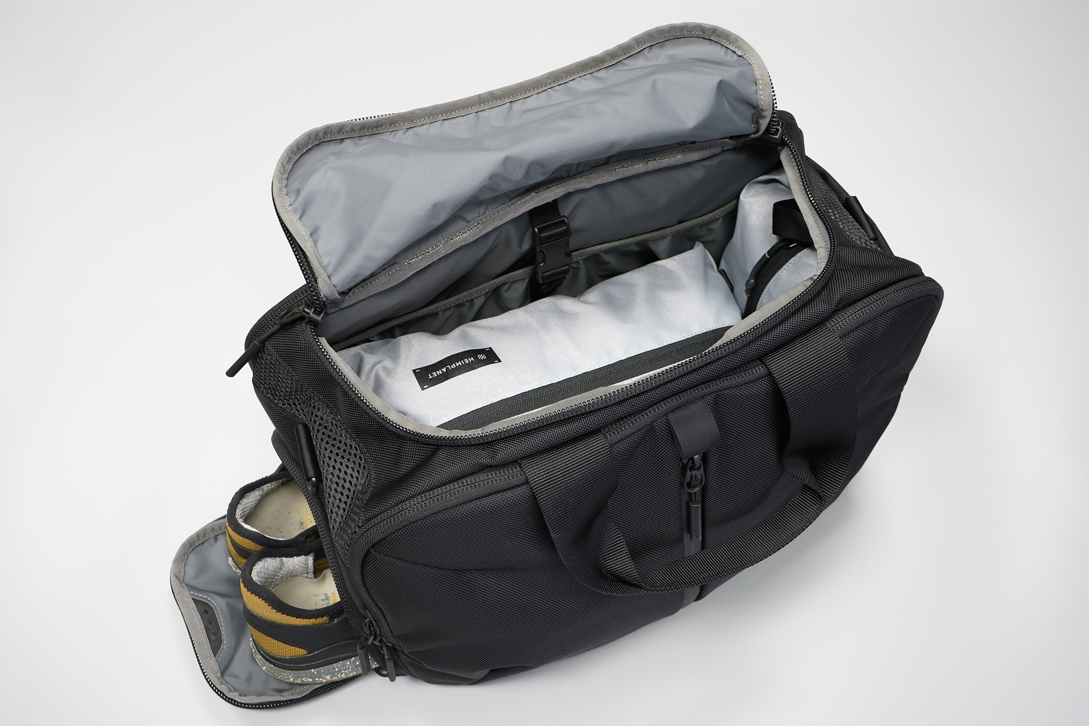 Aer Gym Duffel 3 main compartment
