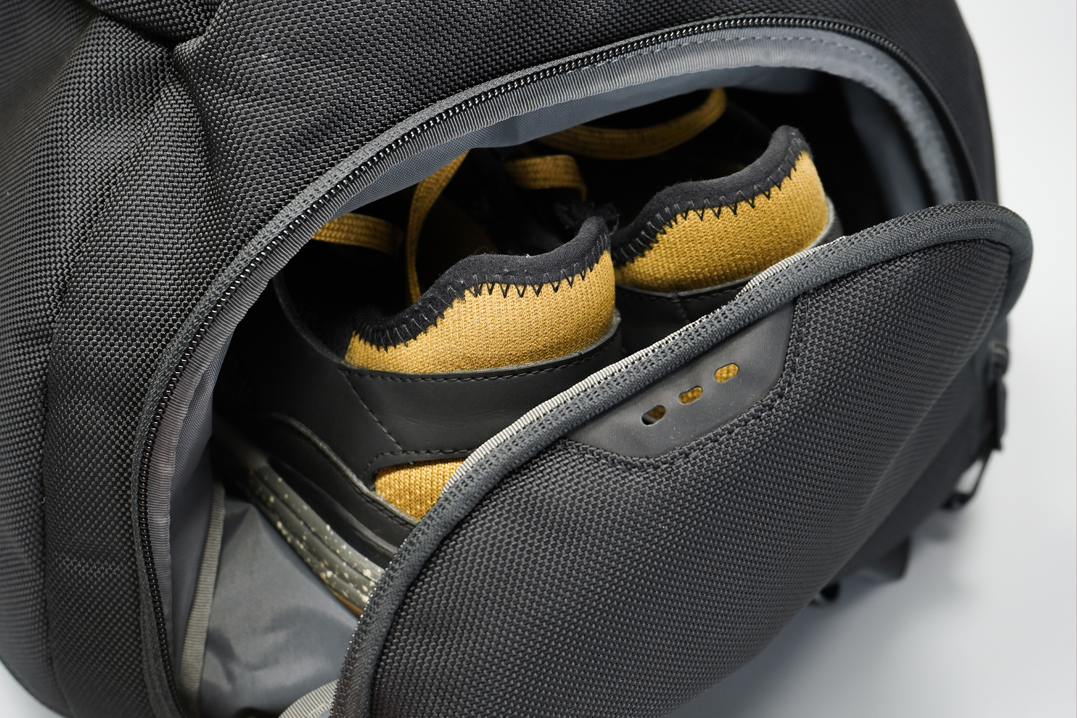 Aer Fit Pack 3 | Shoe compartment