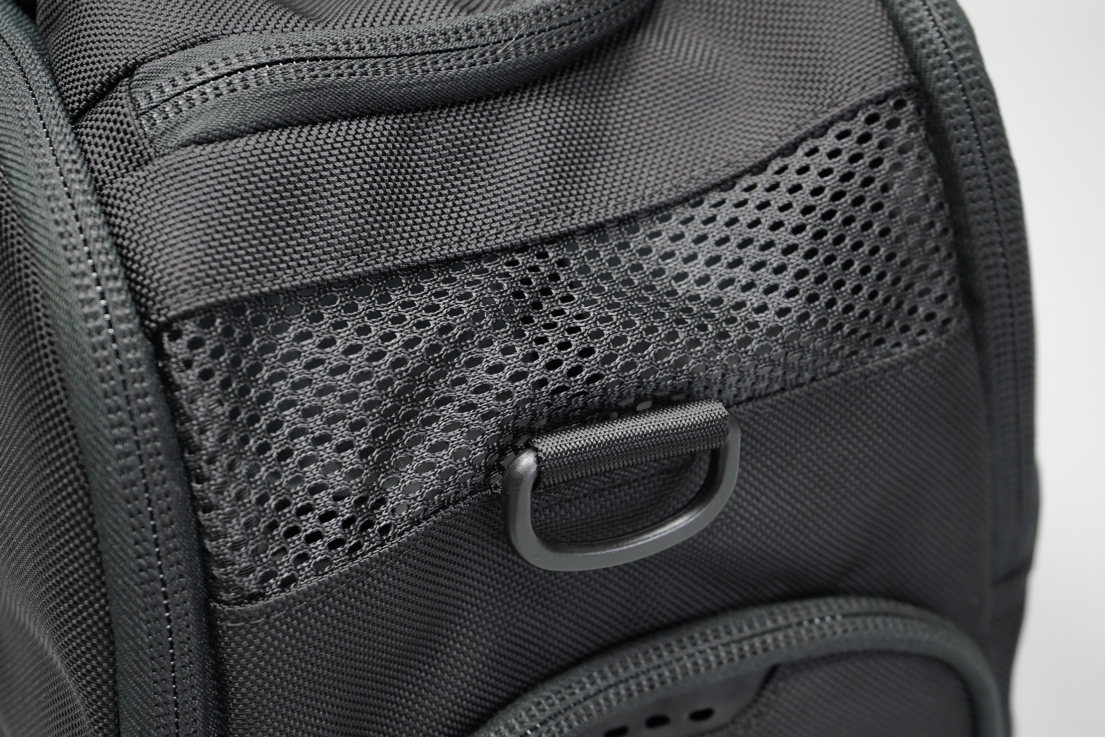 Aer Gym Duffel 3 mesh ventilation holes