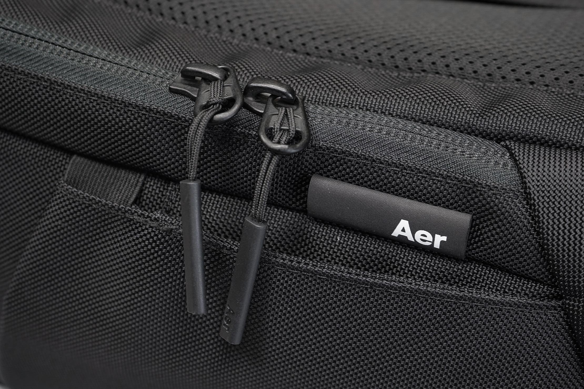 Aer Duffel Pack 3 | Material, logo, & zippers