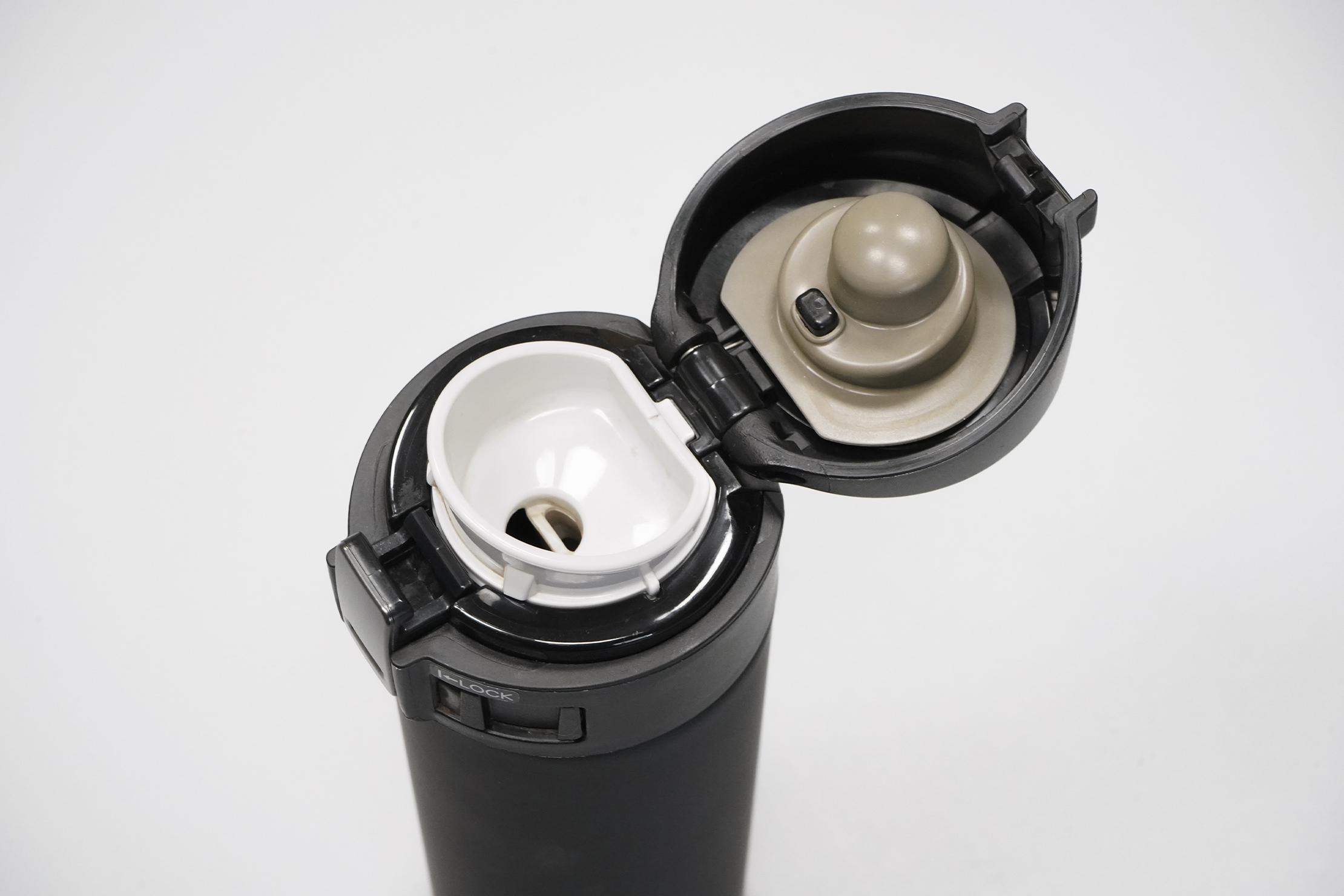 Zojirushi Stainless Mug (16 oz)   Locking lid