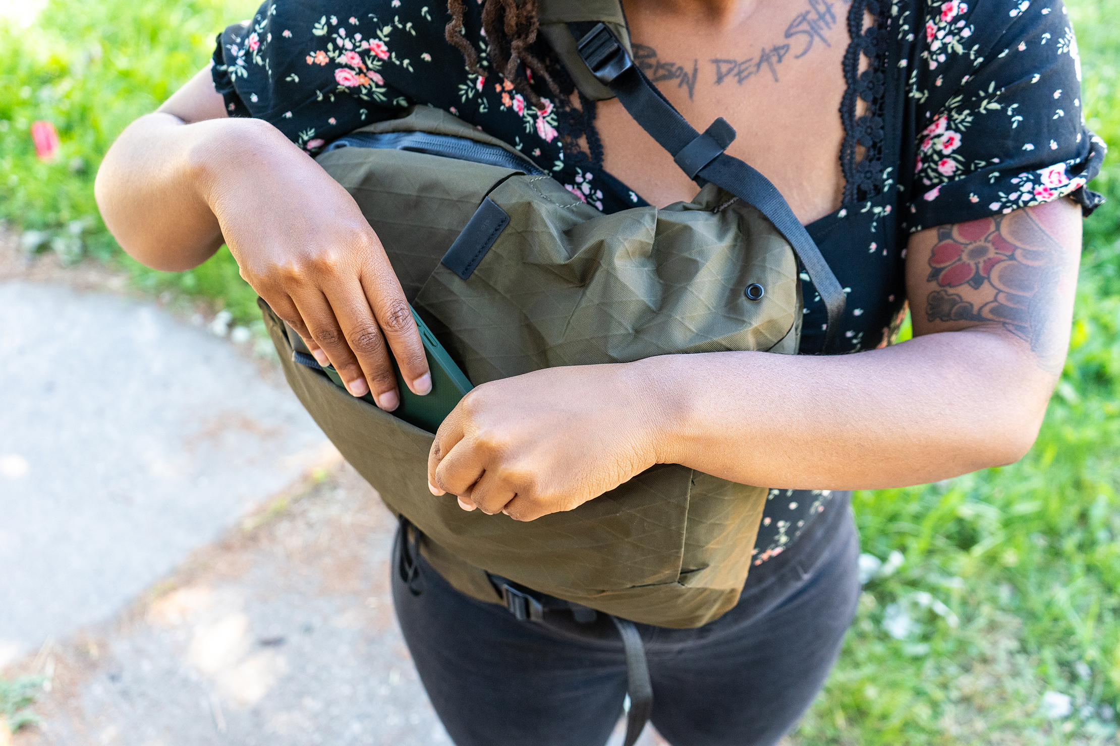 Able Carry Thirteen Daybag front pocket