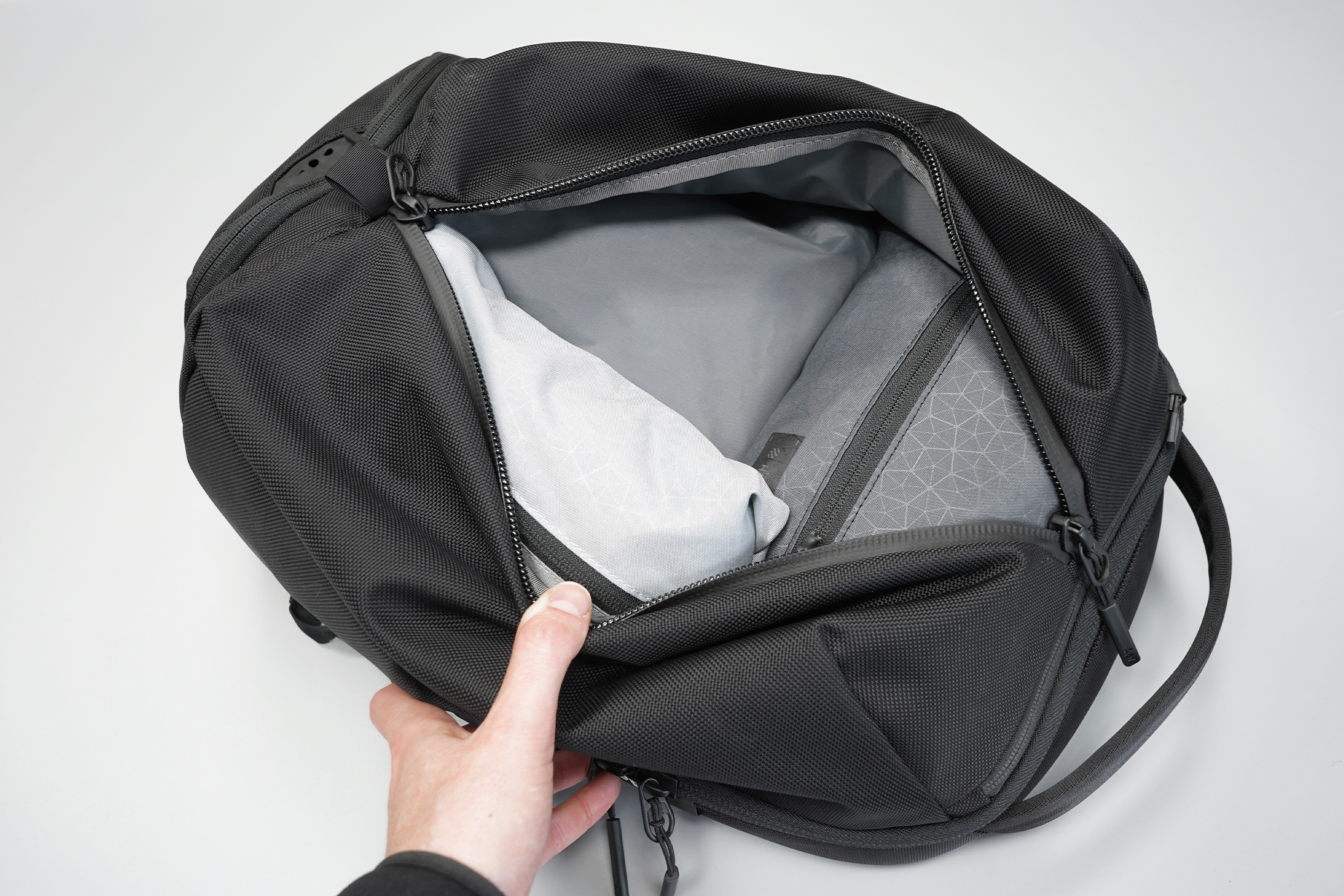 Aer Fit Pack 3 | Clothes compartment