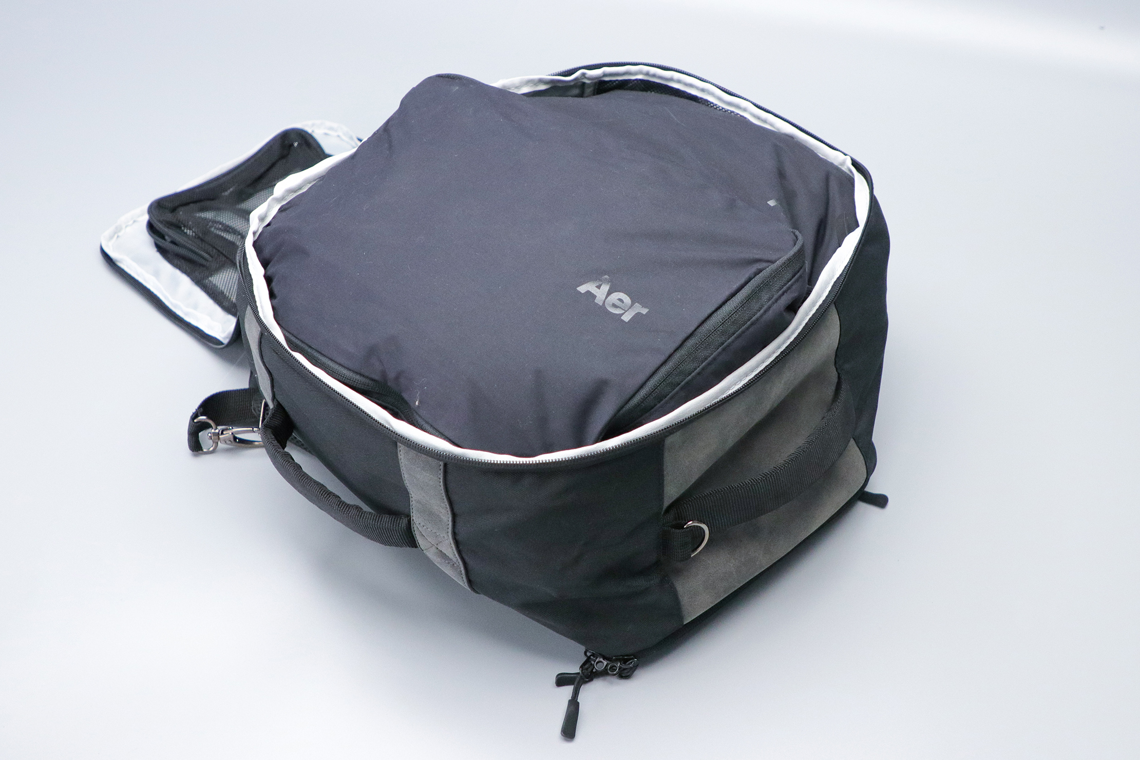 Cabin Max Manhattan Stowaway XL with Aer Packing Cubes