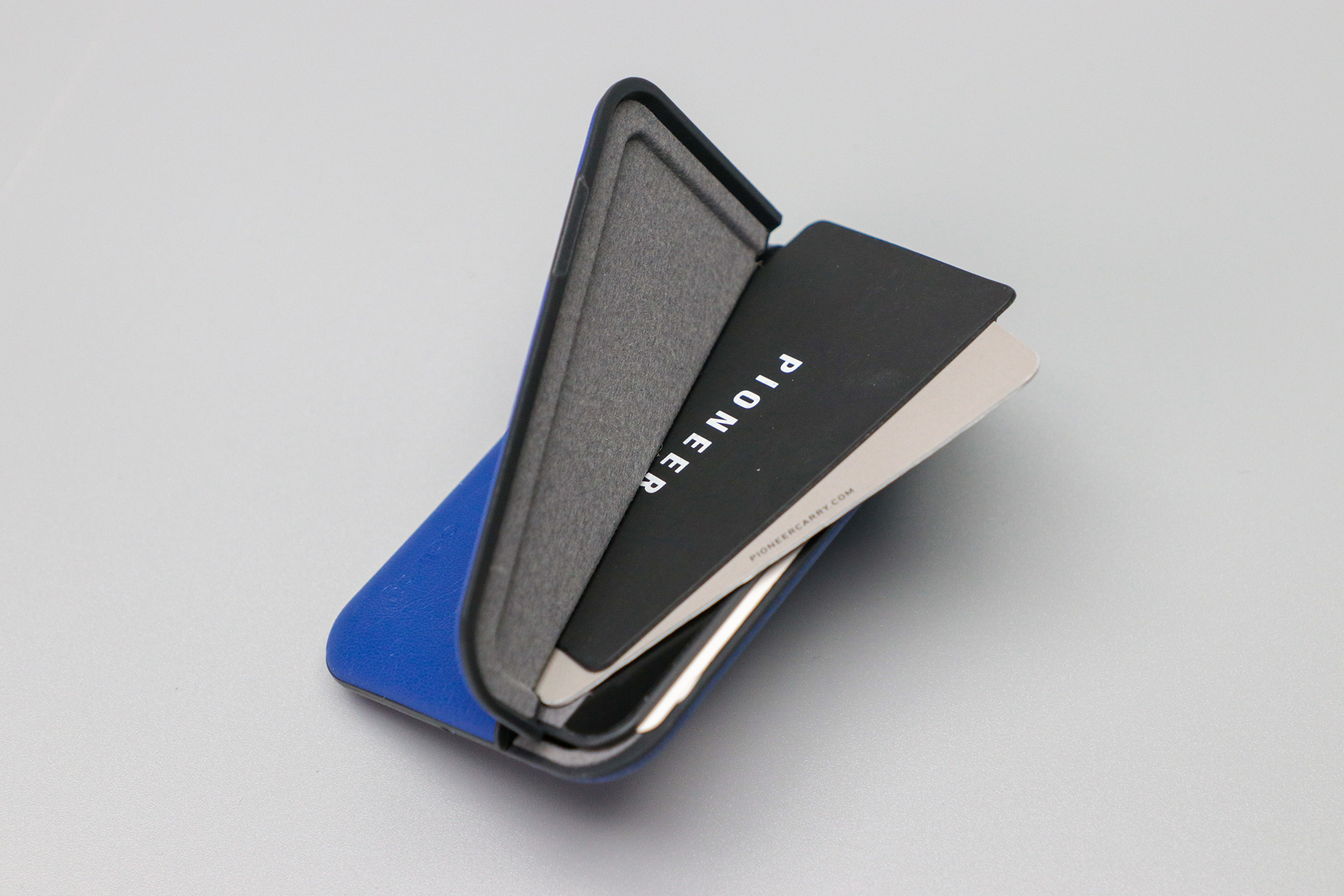 Bellroy Flip Case Open with Cards
