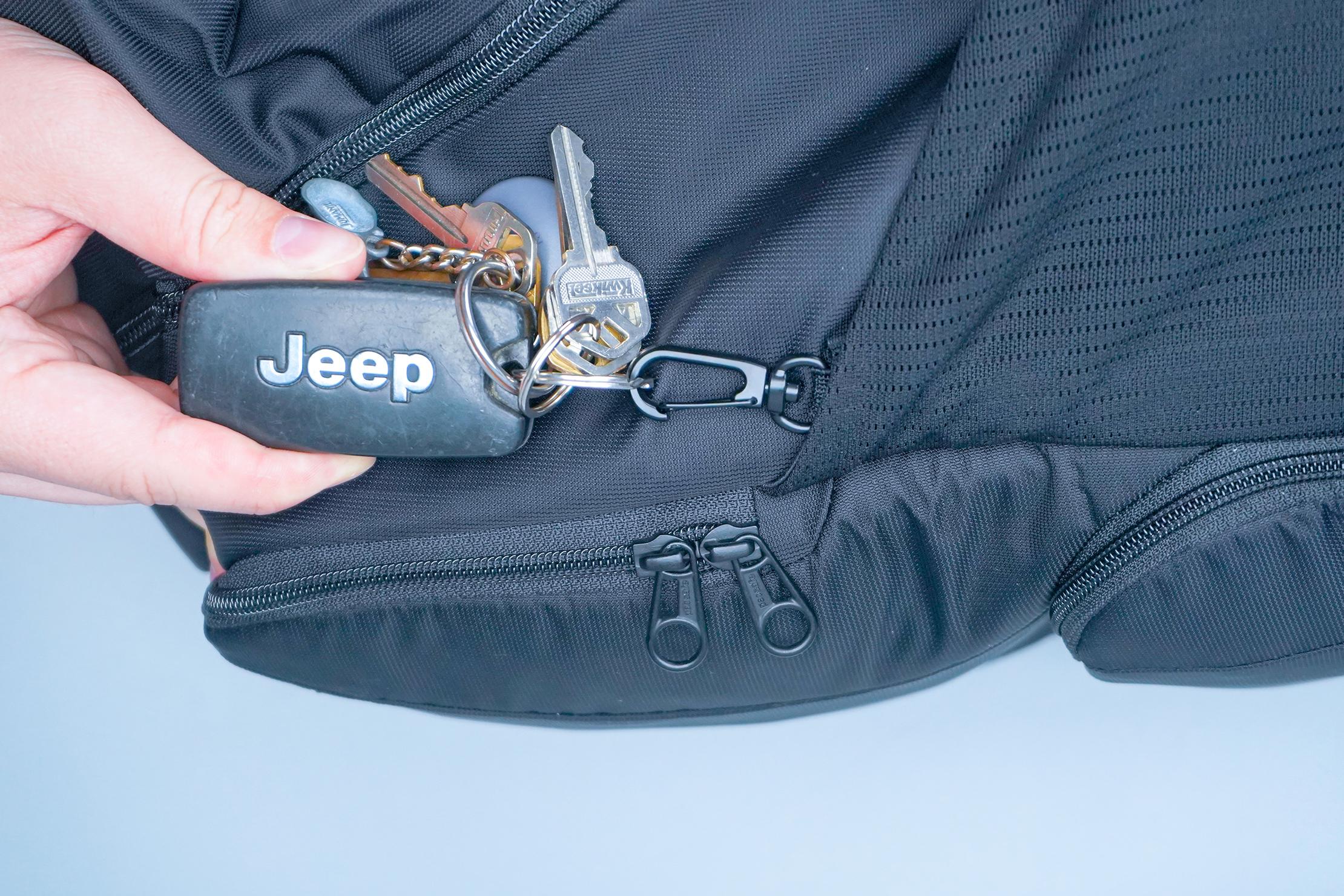 Pacsafe Metrosafe LS450 Anti-Theft Backpack Elastic Key Clip