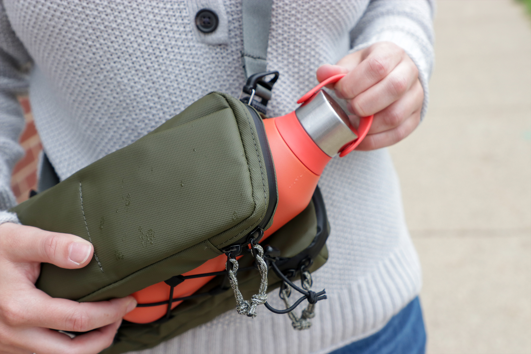 Topologie Brick Pouch Bottle Out