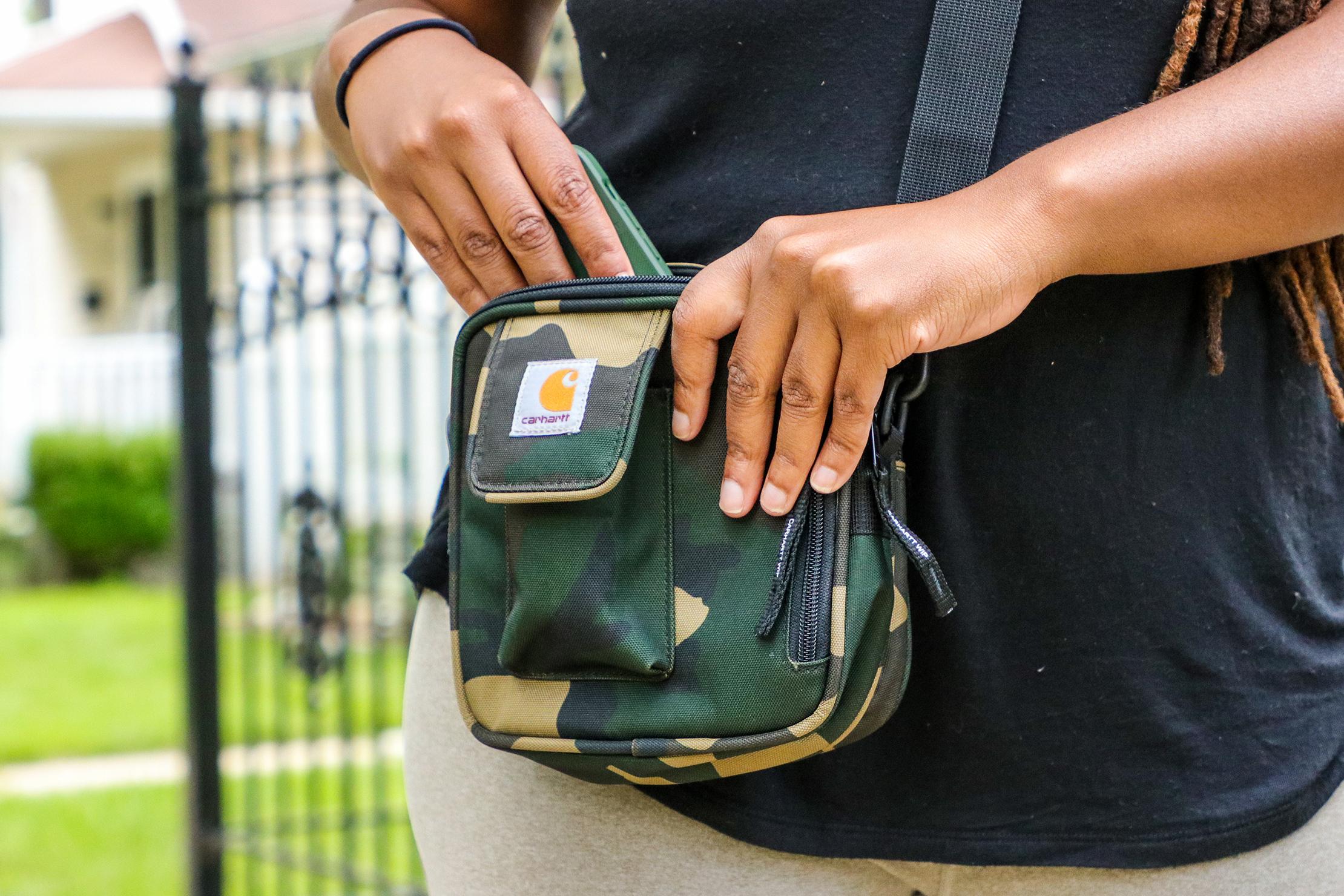 Carhartt WIP Essentials Bag usage