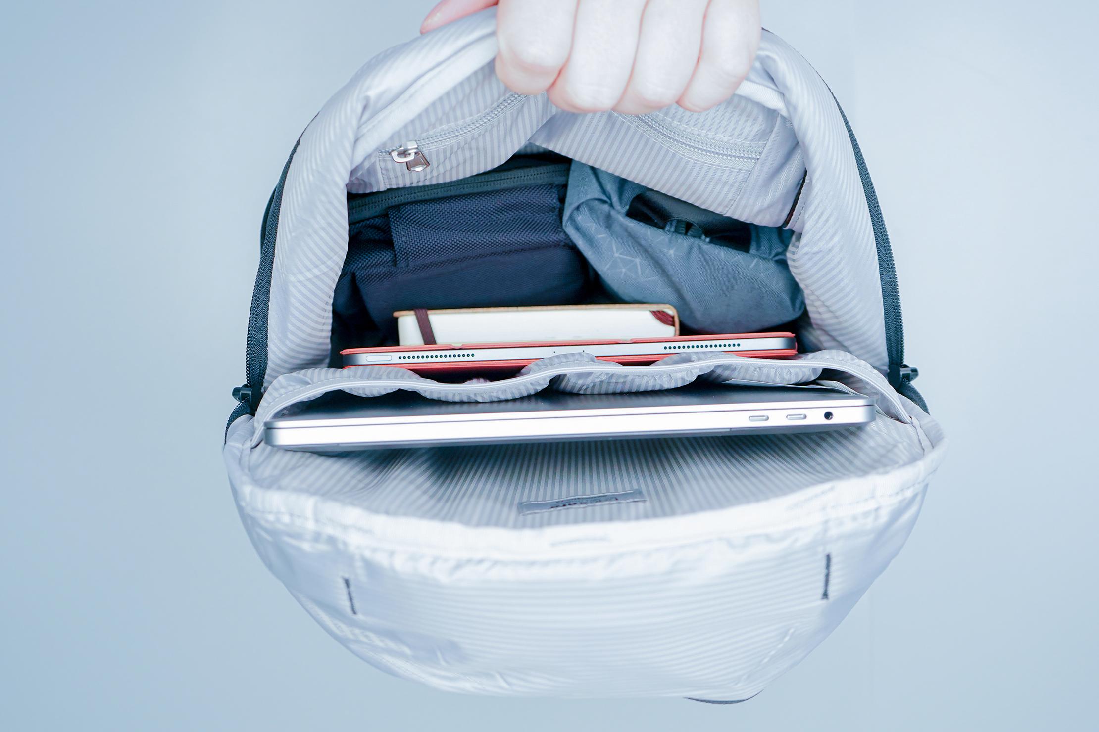 Pacsafe Metrosafe LS450 Anti-Theft Backpack Internal Main Compartment