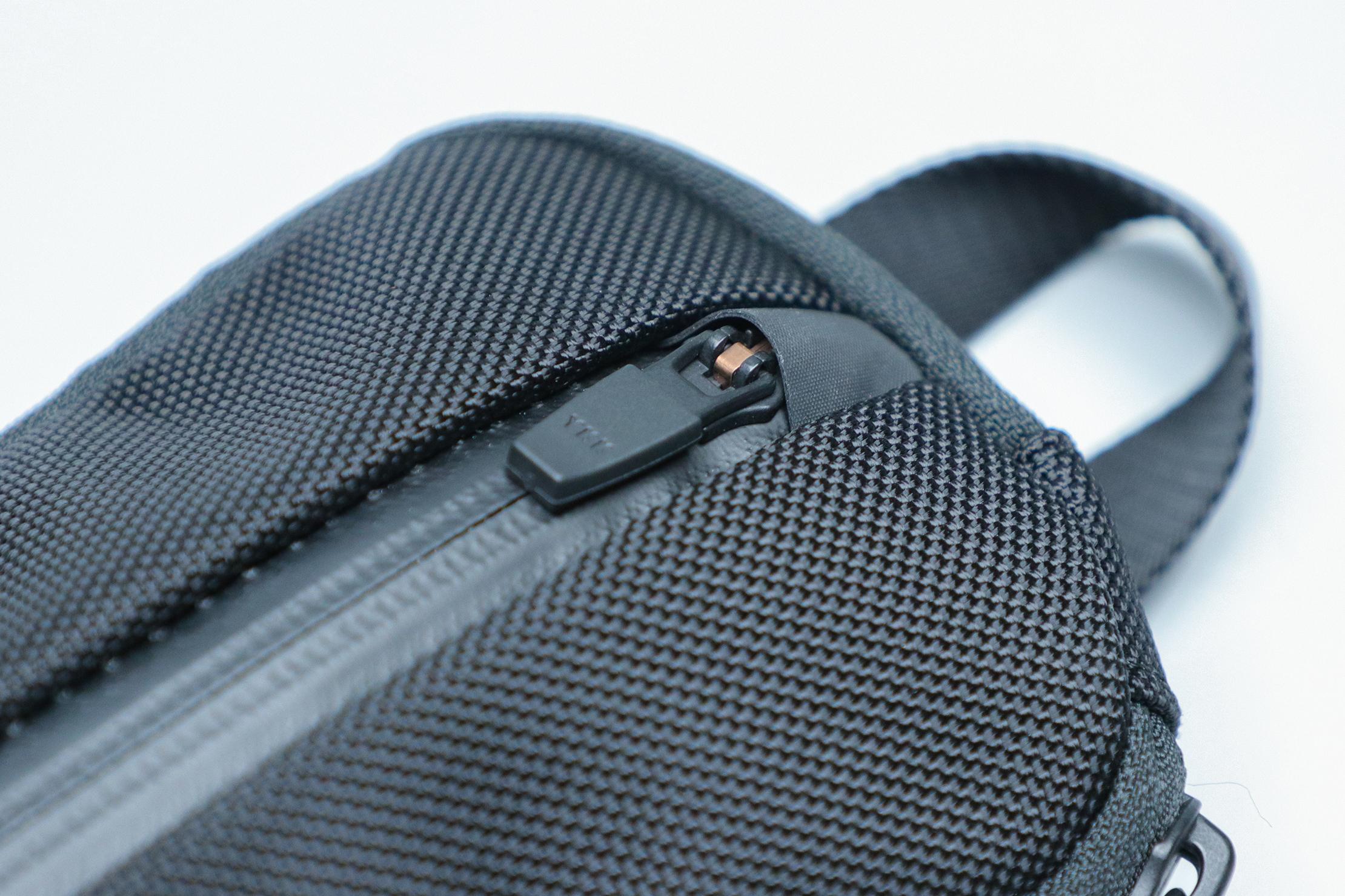 Aer Split Kit Zipper Closeup