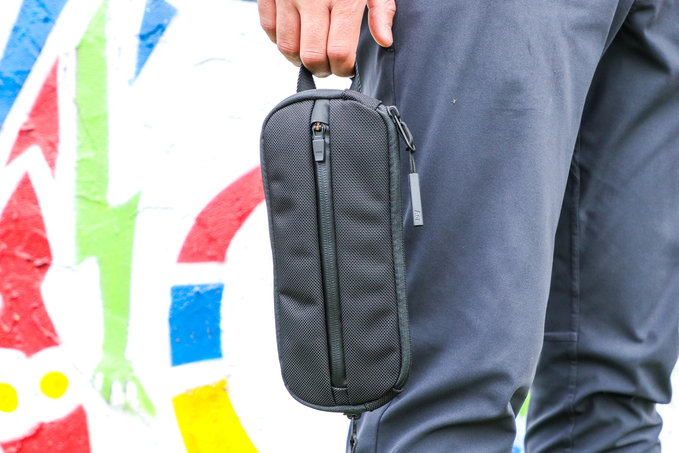 Aer Split Kit Tom Holding Outdoor
