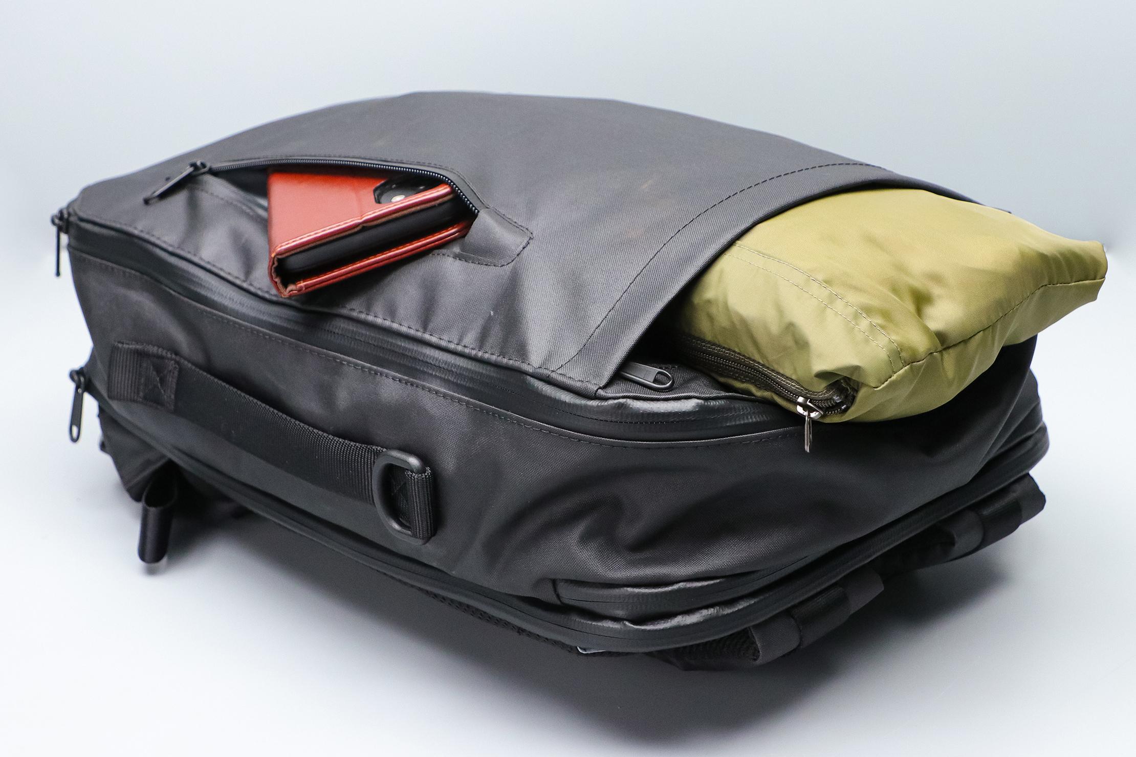 Gravel Backpack Travel System 11L Font and Top Pocket