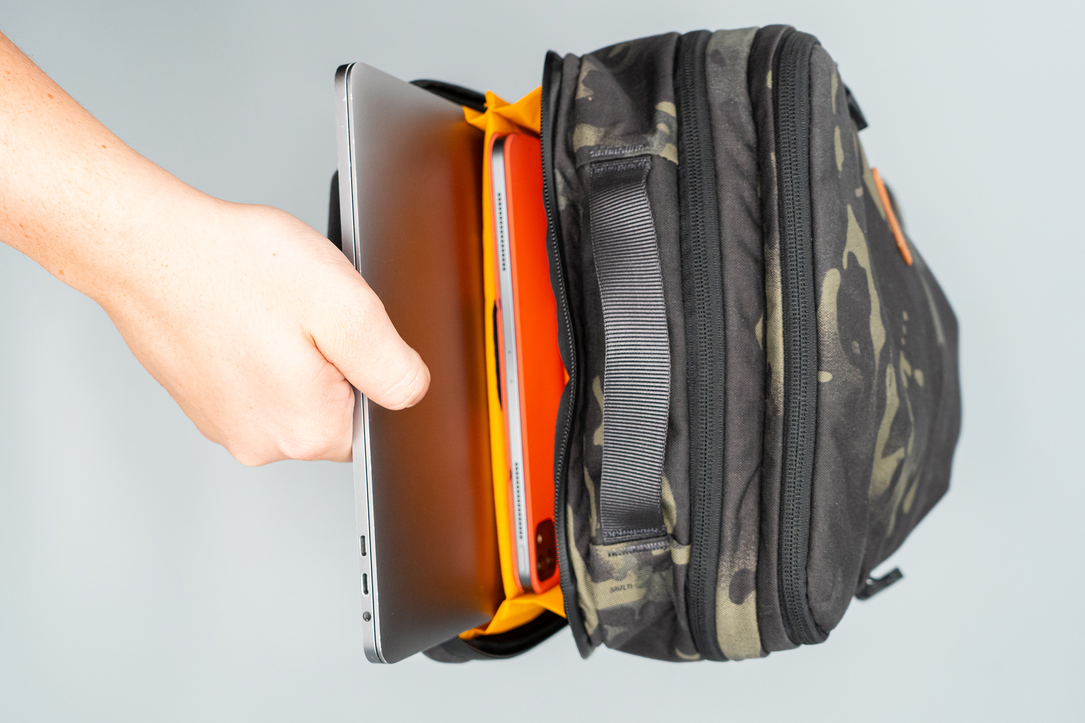 ADDAX-18 Backpack laptop compartment