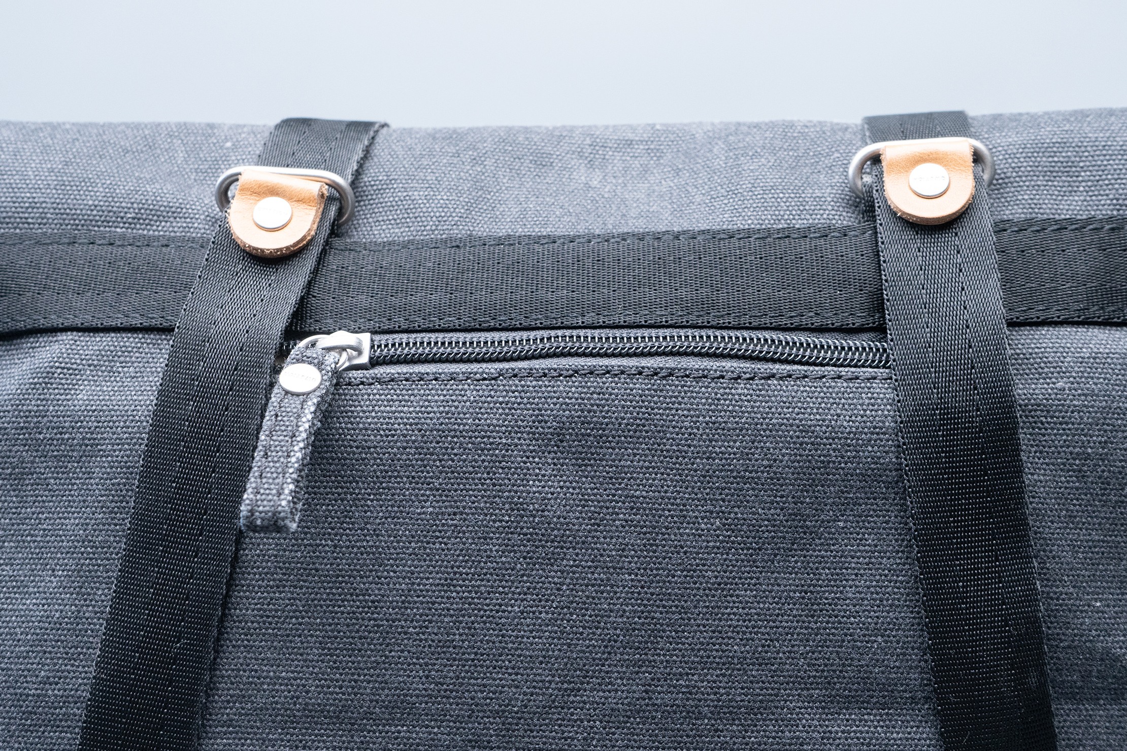 QWSTION Day Tote Quick Access Pocket Closed