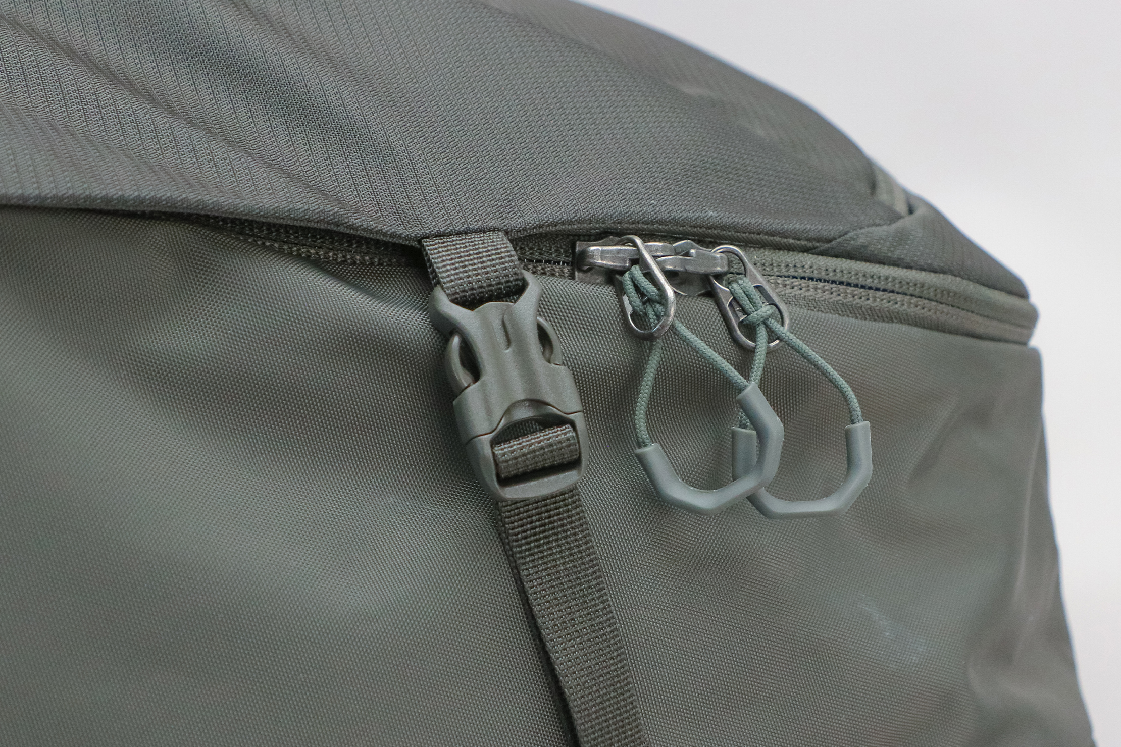 Gregory Detour 40 Backpack Zipper Pulls And Compression