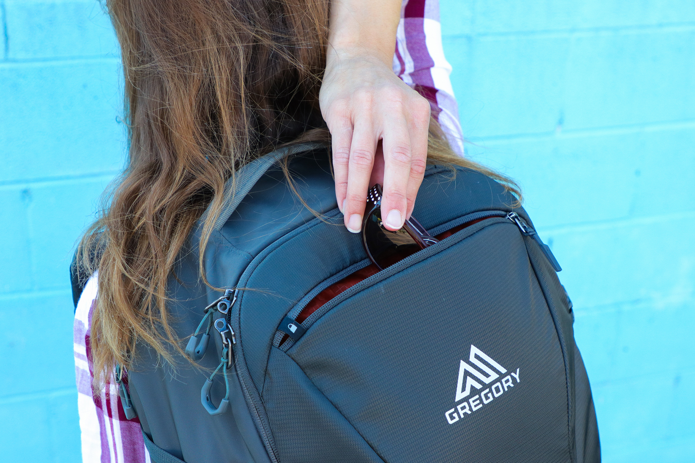 Gregory Detour 40 Backpack Reach Top Pocket On Back