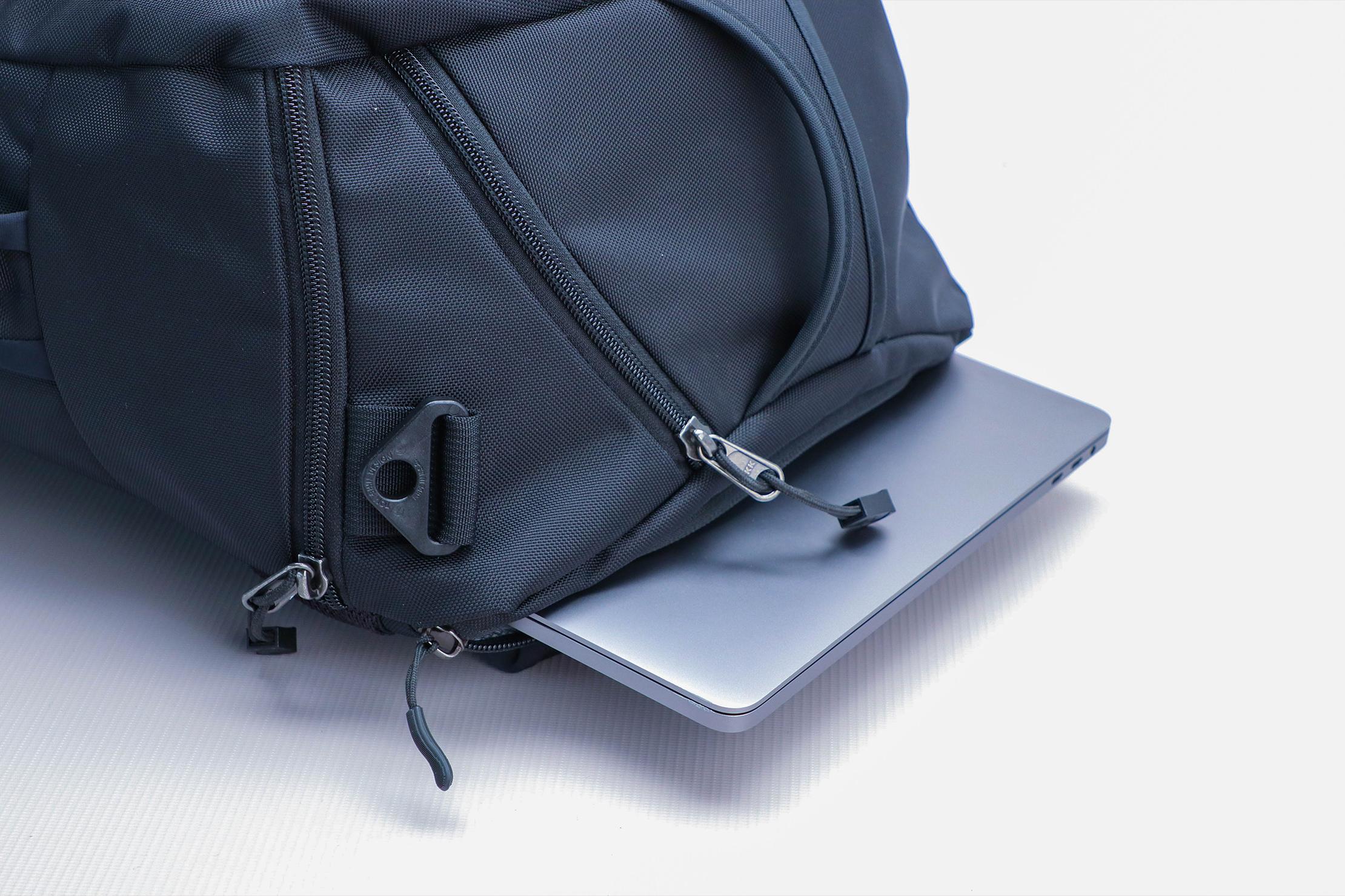 Tom Bihn Techonaut 30 Laptop Closer