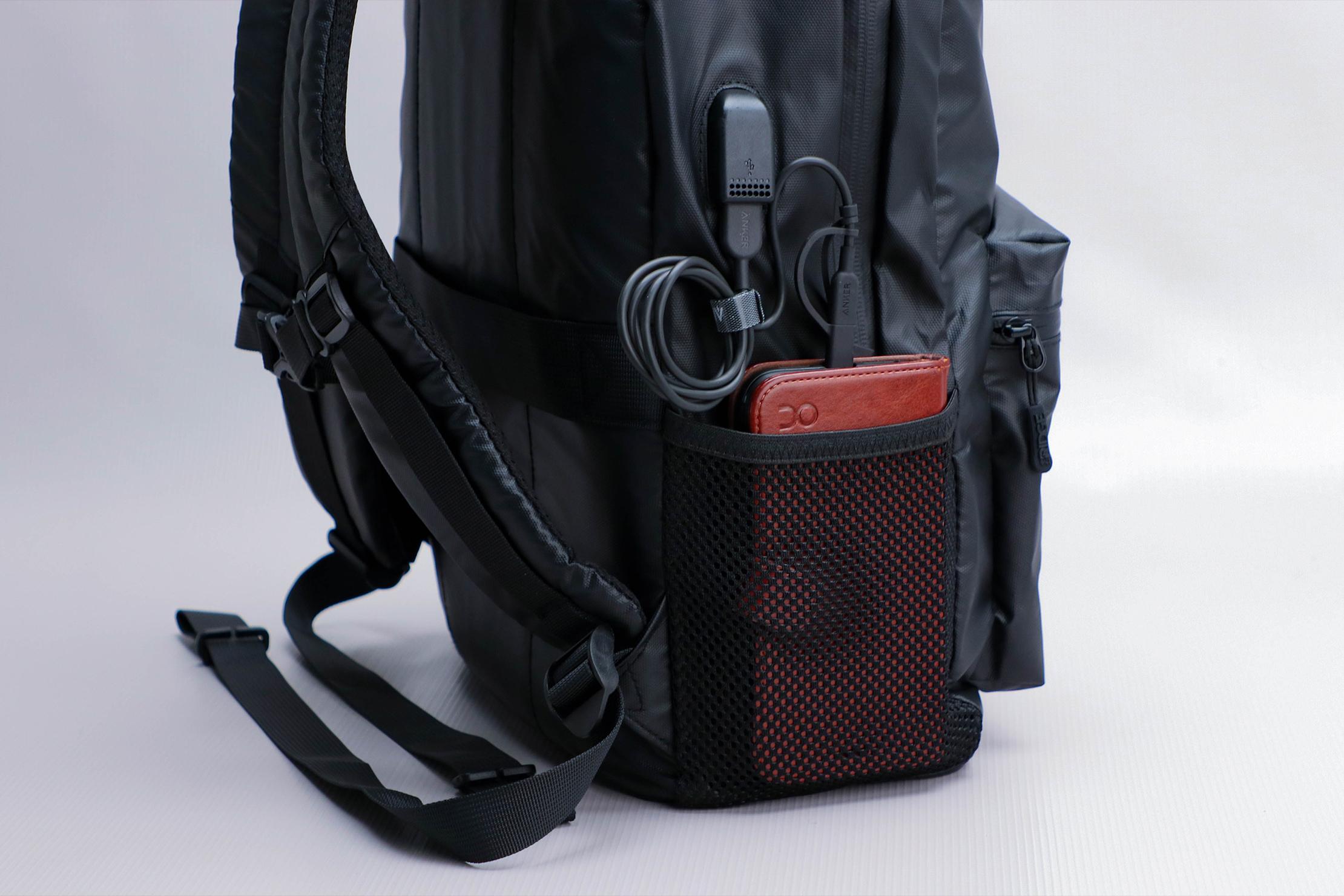The Ridge Classic Backpack Weatherproof Powerbank 3